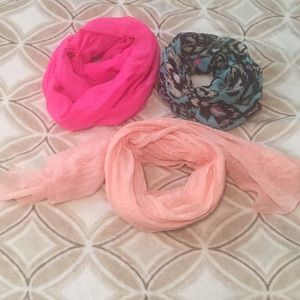 Set of 3 scarves, 2 infinity and one long
